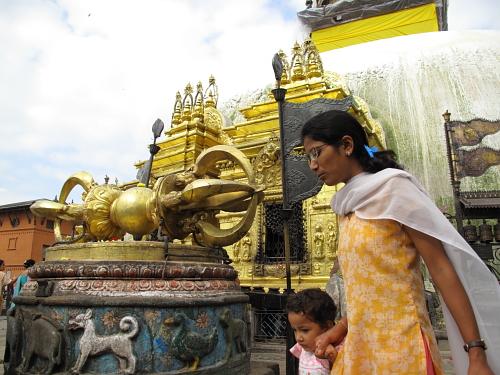 india women at monkey temple