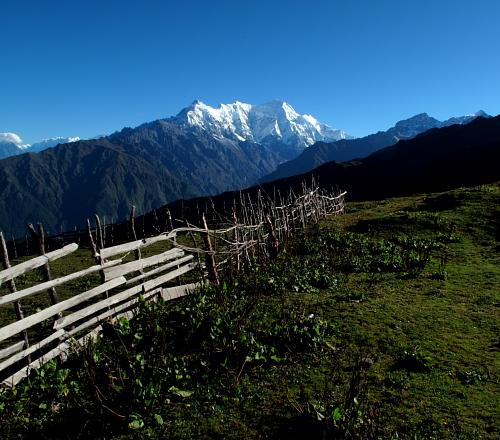 fence and langtang
